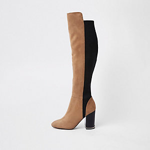 Hellbraune, kniehohe Stiefel mit Kontrastdesign