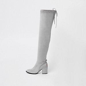 Grijze laarzen van imitatiesuède tot over de knie