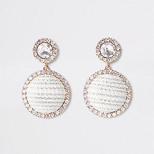 Goudkleurige bouclé oorhangers met ring en diamantjes