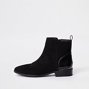 Black ankle chelsea boot