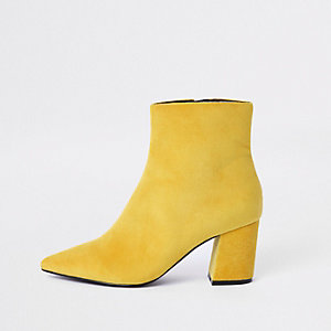Bottines jaunes à bout pointu et talon carré