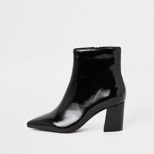 Zwarte lakleren puntige laarzen met blokhak