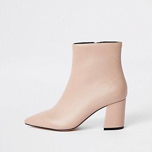 Roze puntige laarzen met blokhak
