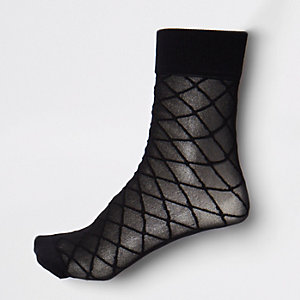 Black diamond pattern ankle socks