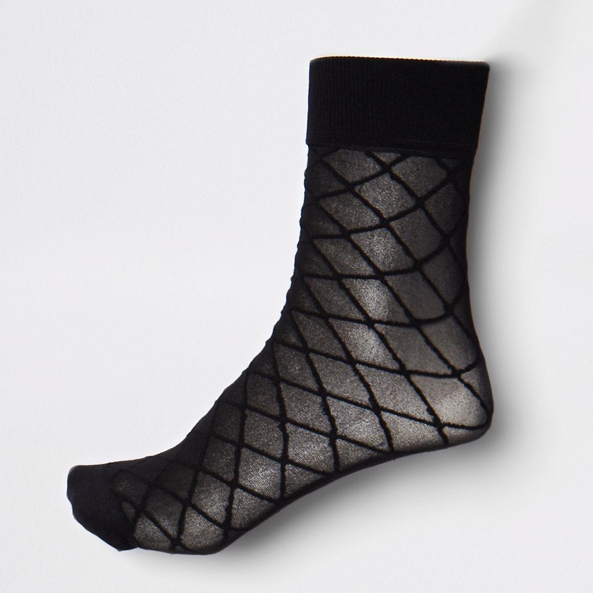 Black diamond pattern ankle socks
