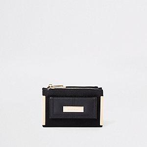 Petit porte-monnaie à rabat noir et poche sur l'avant