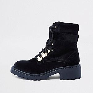 Bottines épaisses noires à lacets style randonnée