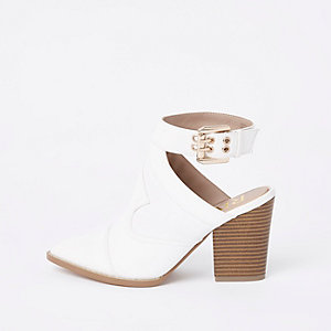 Bottines ouvertes blanches pointues style western