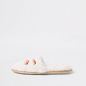 Crème verfraaide muiltjes met imitatiebont