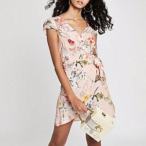 Roze gebloemde mini-jurk met overslag en strik opzij