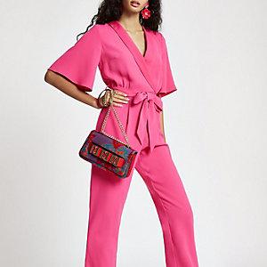 Roze jumpsuit met strik voor en korte mouwen