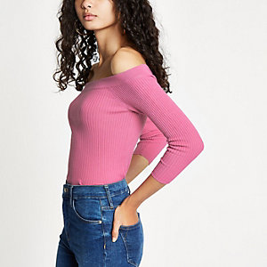 Top Bardot rose clair lacé dans le dos