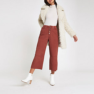 Alexa – Pantalon large court en velours côtelé rouge foncé