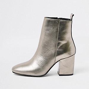 Zilverkleurige metallic laarzen met puntige neus en vierkante hak