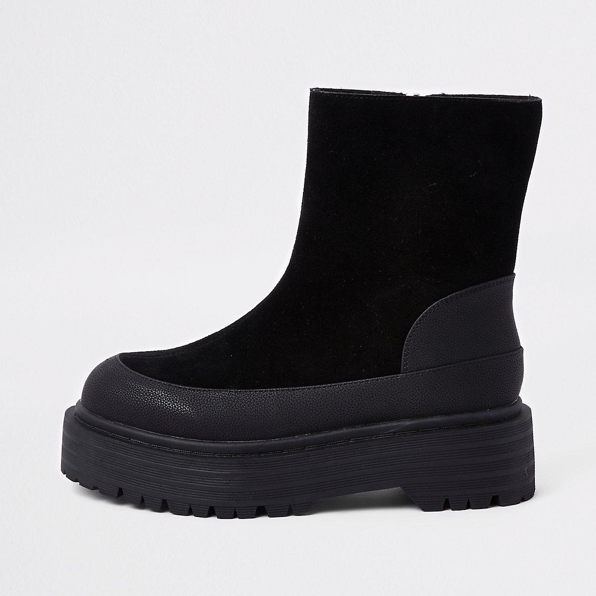 Zwarte suède laarzen met stevige zool