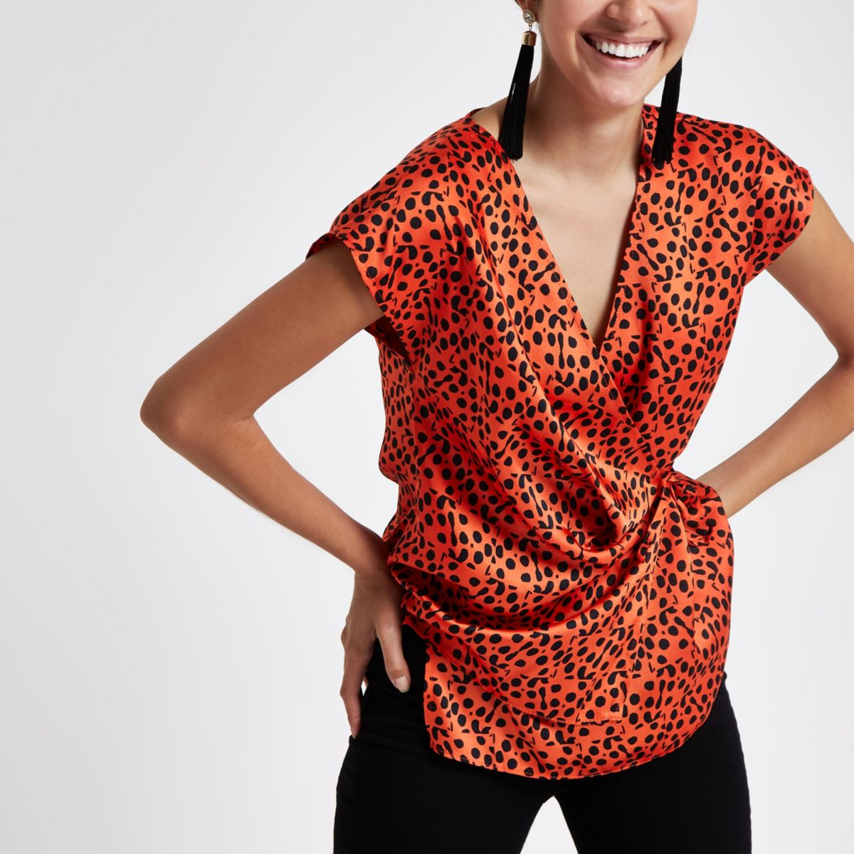Red spot print wrap tie side top