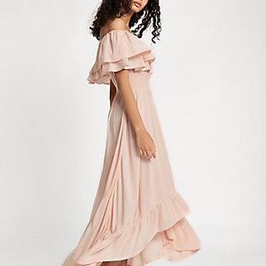 Robe longue Bardot rose clair à volants