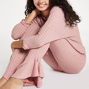 Roze geribbelde broek met uitlopende pijpen met ruche