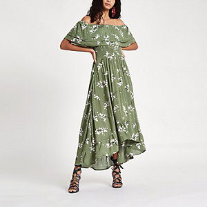 Robe longue Bardot à fleurs verte à volants