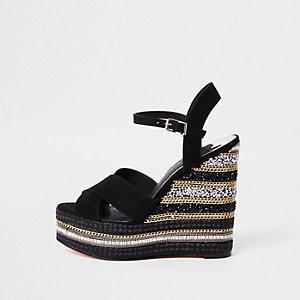 Chaussures à talons compensés noires à chaîne et strass