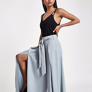 Petite – Pantalon large bleu fendu