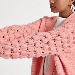 Cardigan en maille rose clair motif cœur à pompon