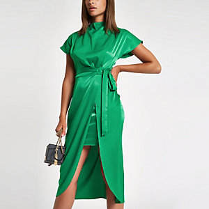 Robe mi-longue portefeuille verte nouée sur le côté