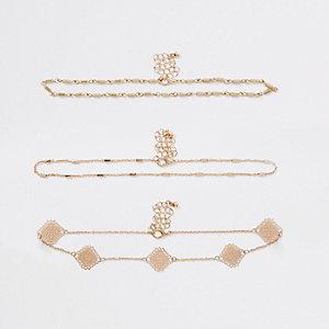 Goldene Choker mit kleinen Perlen im Set