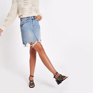 Mini-jupe taille haute en denim bleu moyen à ourlet effiloché