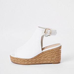 Witte espadrille-schoenlaarsjes met sleehak
