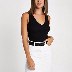 Zwart geribbeld hemdje met V-hals