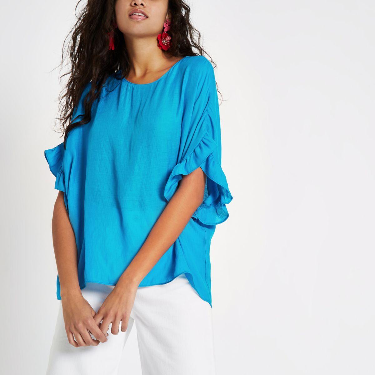 Helderblauw T-shirt met ruches aan de mouwen