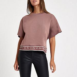Braunes T-Shirt mit RI-Print am Saum