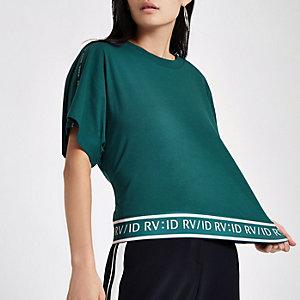 RI – T-shirt vert à bande et manches courtes