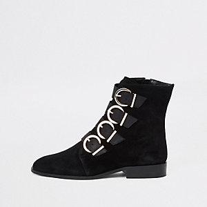 Schwarze Stiefel aus Leder mit Schnalle