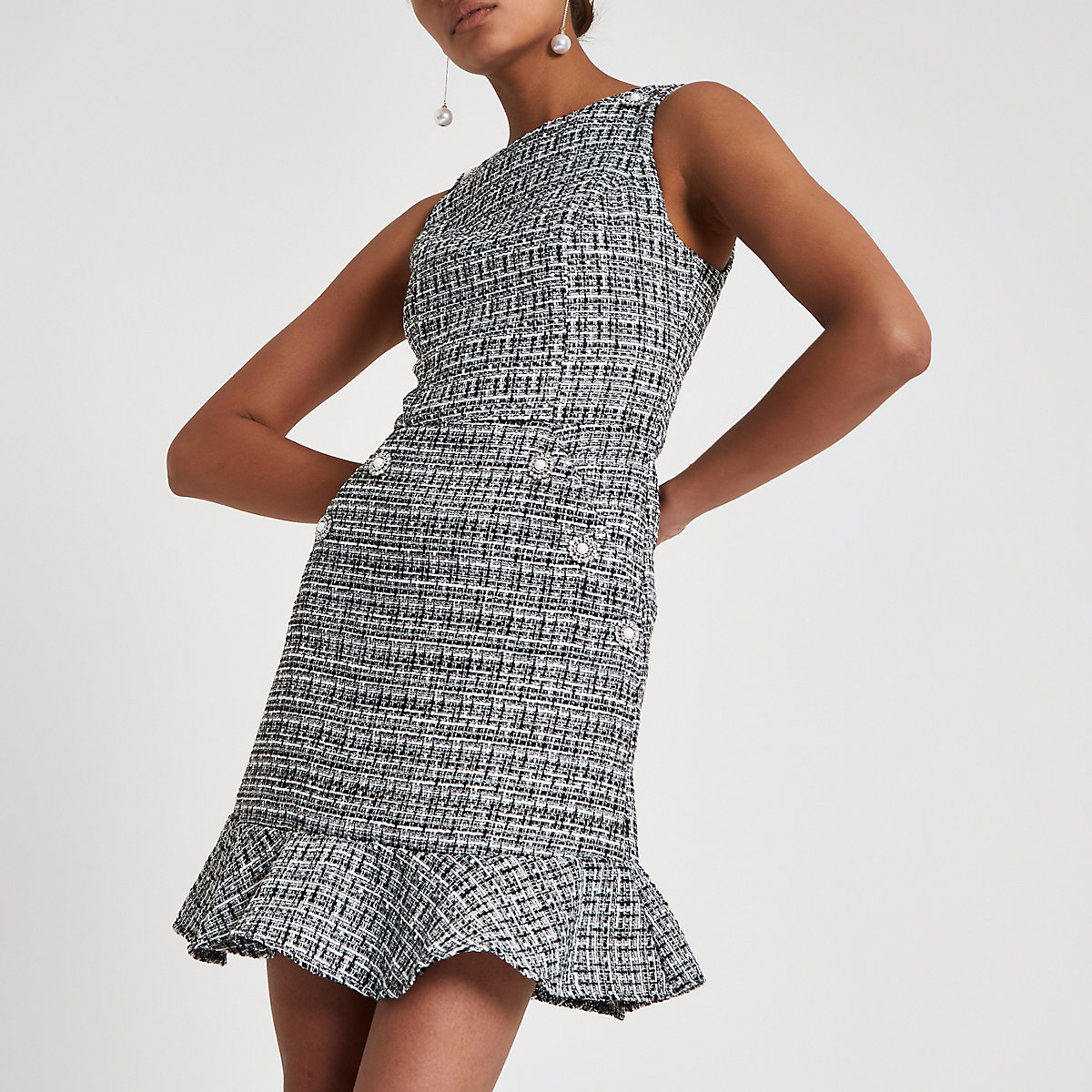 Schwarzes, kariertes Kleid mit Schößchen