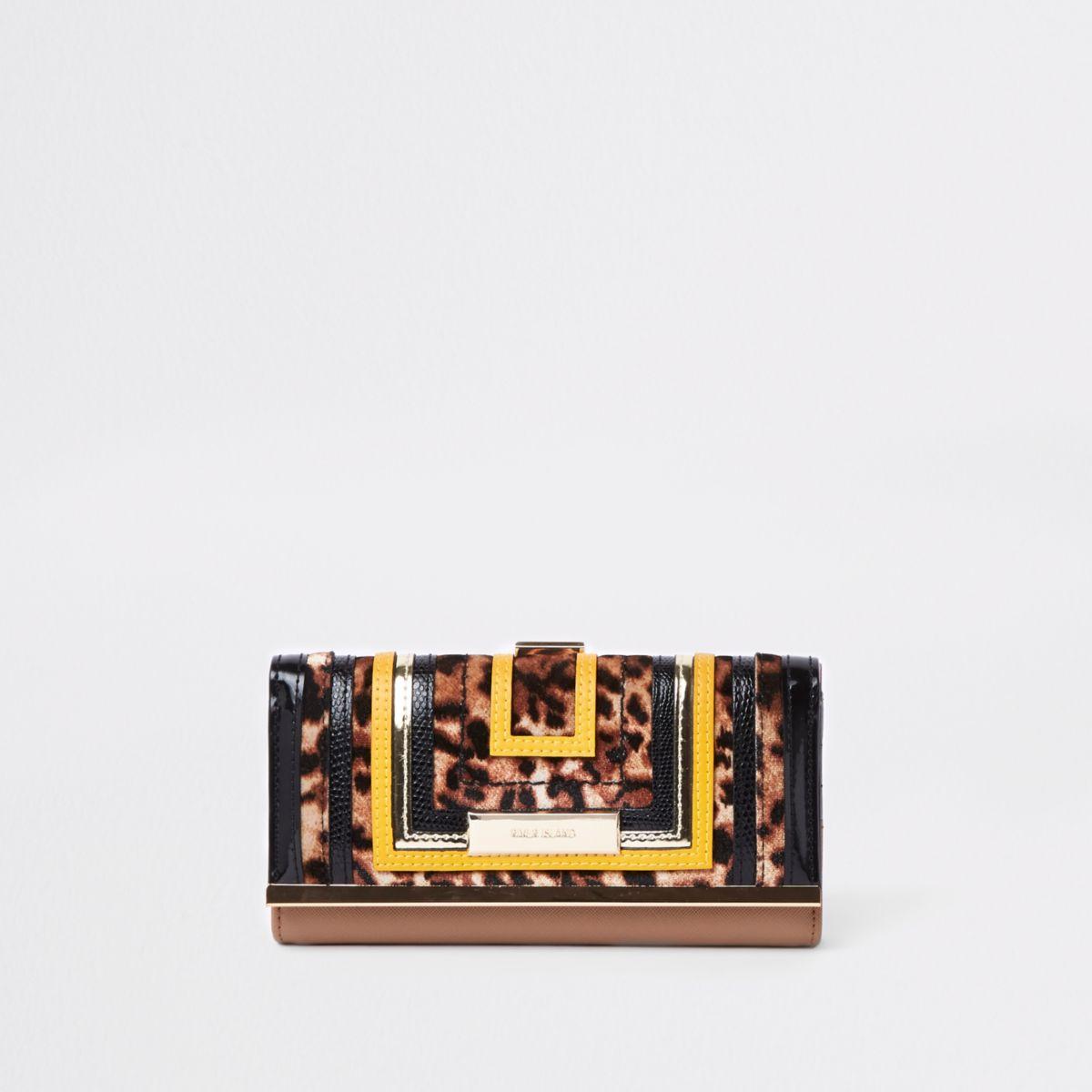 Beige portemonnee met luipaardprint, uitsnedes en druksluiting