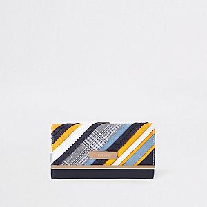 Portefeuille bleu avec découpes à imprimés mélangés et fermoir clip