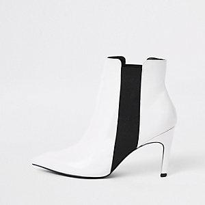 Weiße Stiefel mit Stiletto-Absatz