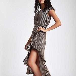 Bruine gestreepte midi-jurk met strikceintuur en ruches