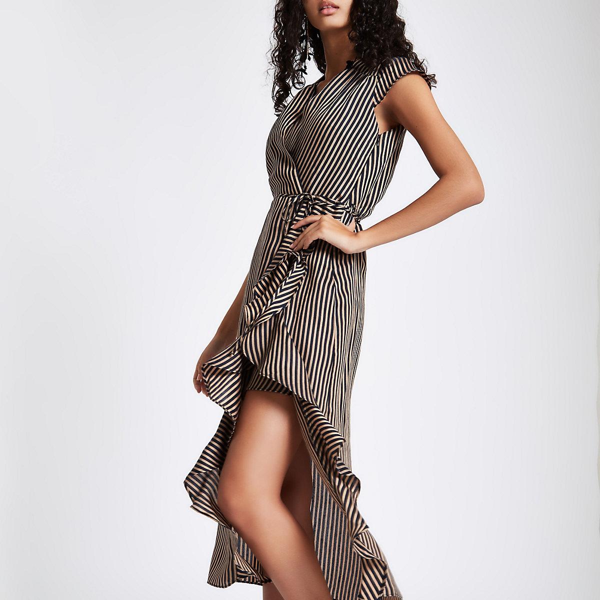 Robe mi-longue rayée marron à volants nouée à la taille