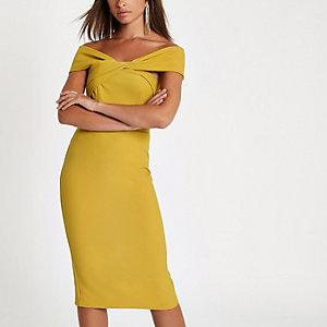 Robe mi-longue Bardot jaune torsadée devant