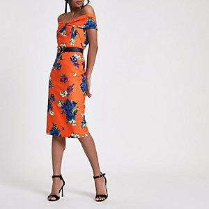 Robe moulante mi-longue à fleurs orange avec torsade sur le devant