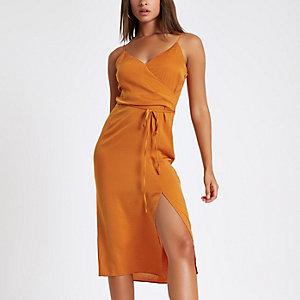 Robe caraco mi-longue orange à enfiler nouée sur le devant