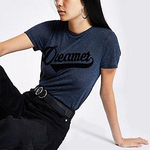 Marineblauw aansluitend T-shirt met 'dreamer'-print
