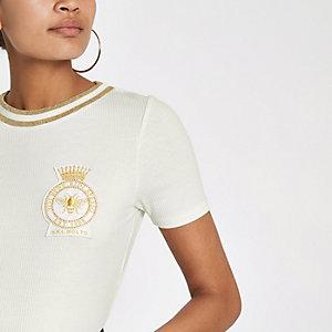 Wit geribbeld geborduurd T-shirt met badge
