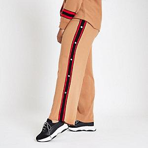Plus – Pantalon de jogging en maille marron à boutons pression sur le côté
