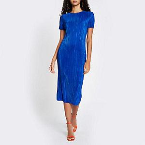 Robe mi-longue bleue plissée