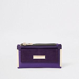 Porte-monnaie à rabat violet avec poche sur le devant