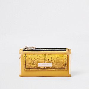 Porte-monnaie à rabat effet croco jaune avec poche sur le devant